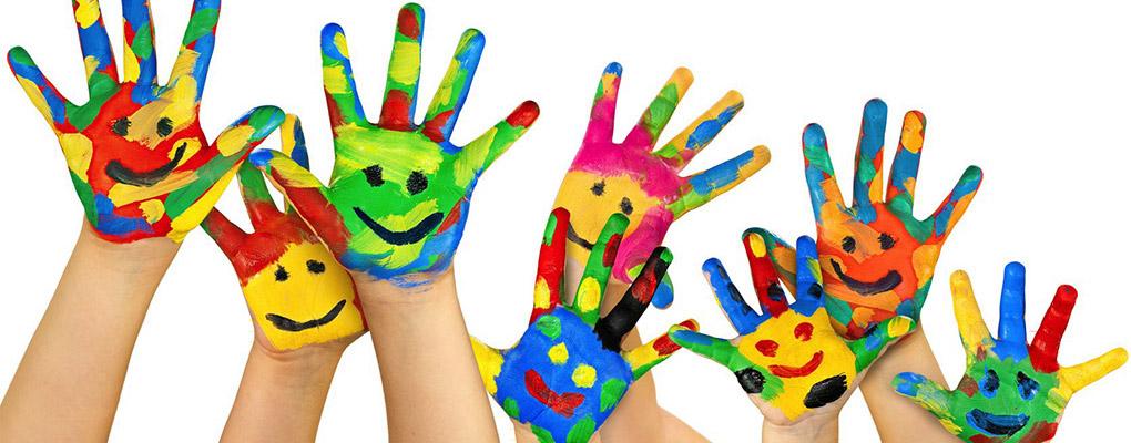 mains-enfants-peinture-couleurs